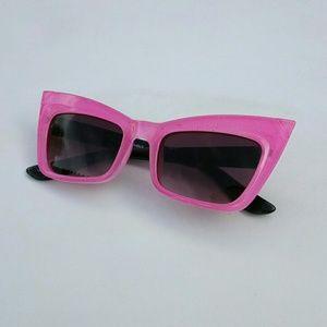 NEW Kids Retro Funky Cat Eye Sunglasses in Pink